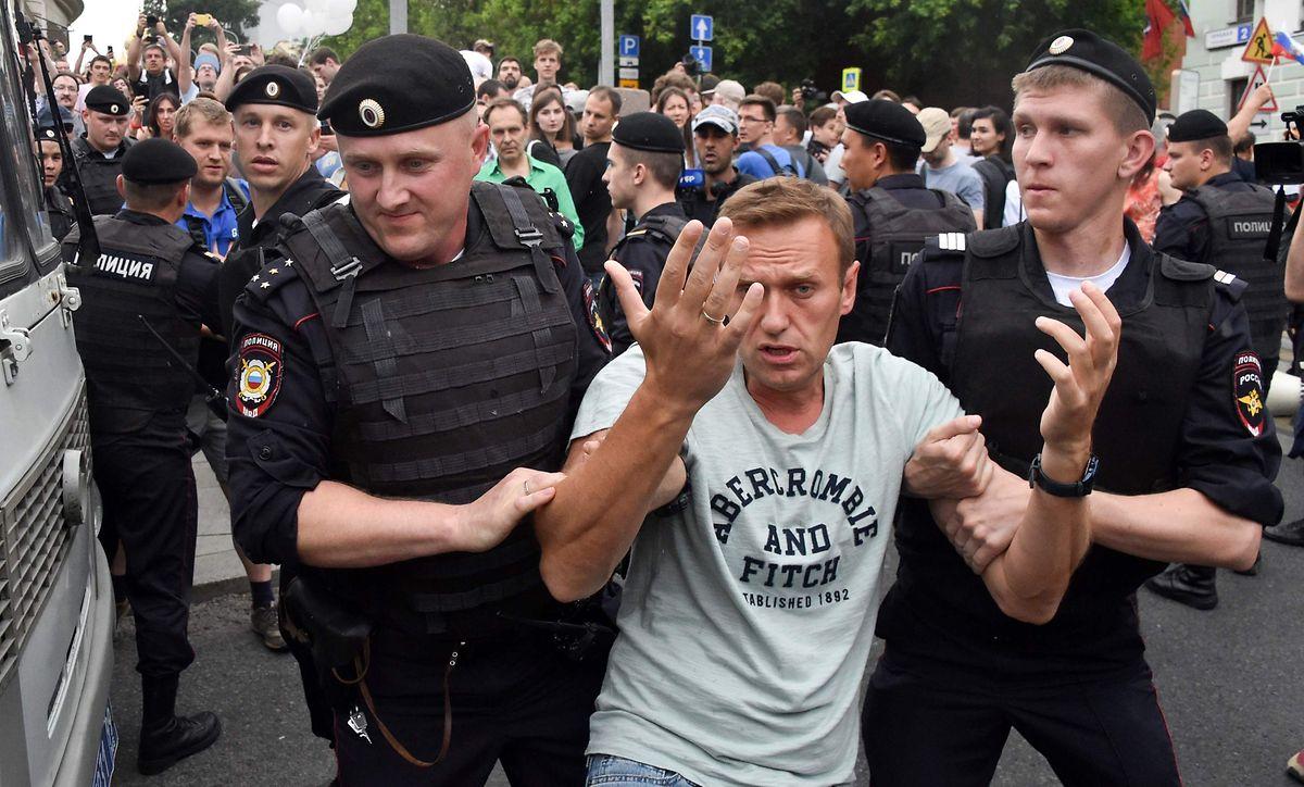 Der russische Oppositionsführer Alexei Nawalny bei seiner Festnahme.