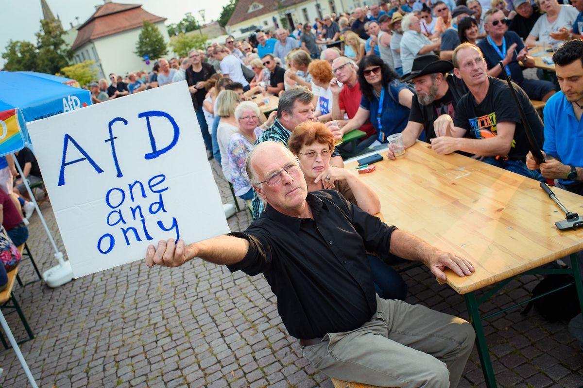 Plus d'un électeur sur deux (54% en Saxe, 51% dans le Brandebourg) juge ainsi que les habitants de l'Est sont traités comme des «citoyens de seconde zone», selon un sondage diffusé  par la première chaîne de ARD.