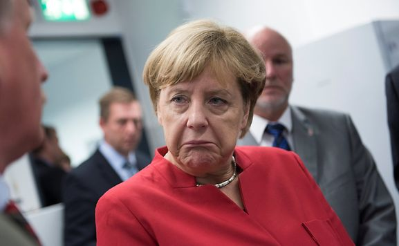 Merkel enfrenta derrota histórica em Berlim, direita populista nos 12%