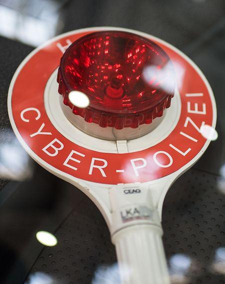 Experten befürchten, dass sich Autofahrer bald genauso oft wie Computer-Nutzer mit Viren, Trojanern & Co herumplagen müssen.
