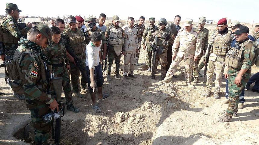 """Segundo o governador da província de Kirku, as valas comuns devem ter """"pelo menos 400 mortos"""""""