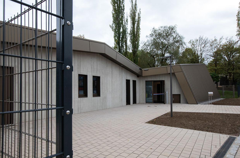 Das Gebäude wurde am Ortseingang von Schifflingen errichtet, aus Richtung Foetz kommend.