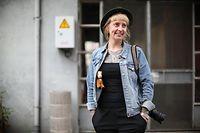 """Als """"visual storyteller"""" bereist  Ann Sophie Lindström mit Kamera und Begleiter in Spe - Pony Dakota - die Welt."""