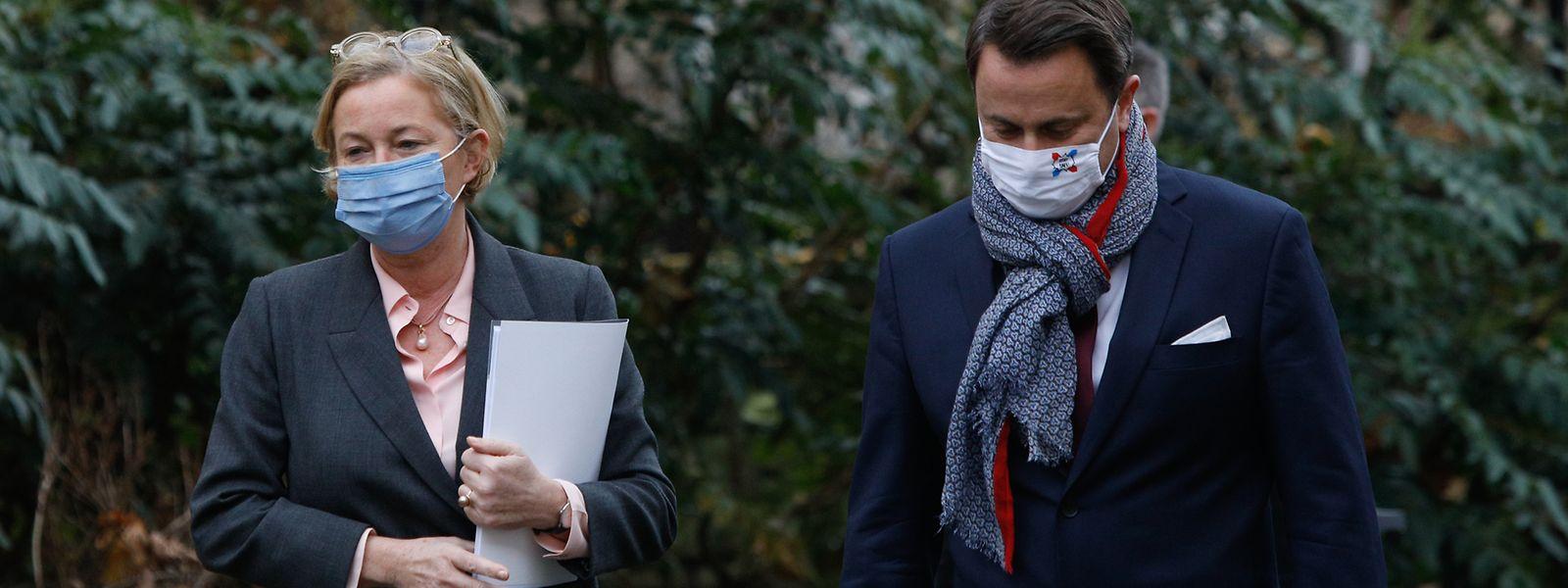 Paulette Lenert und Xavier Bettel bei ihrer Ankunft vor dem Staatsministerium.