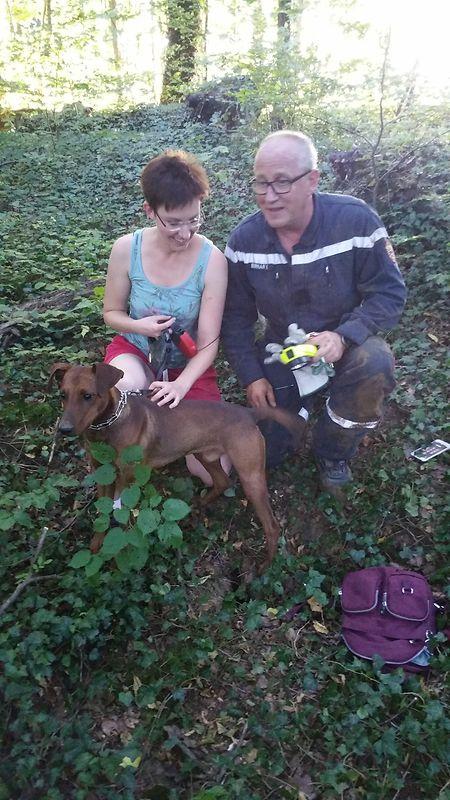 Hund und Besitzerin zeigten sich nach der Rettungsaktion überglücklich.