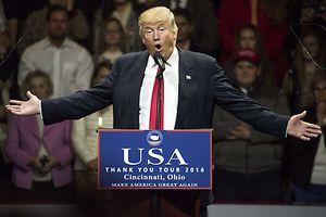 Donald Trump inszeniert sich auf seinen ersten Auftritten nach der Wahl - genau wie vor der Wahl.