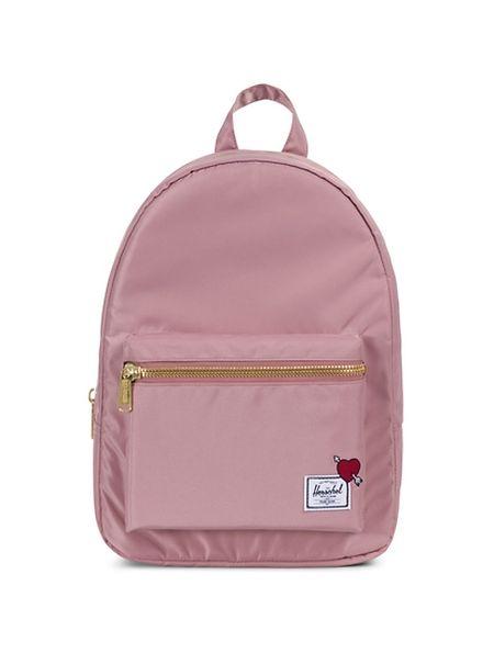 (mij) - Wenn die Gefühle noch ganz frisch sind und die Schmetterlinge noch täglich in der Magengegend umherflattern, muss es vielleicht nicht gleich der große Liebesbeweis sein. Dann tut es auch ein kleines Herz auf einem großen Rucksack - vor allem dann, wenn er rosa ist. Rucksack von Herschel, um 100 Euro.