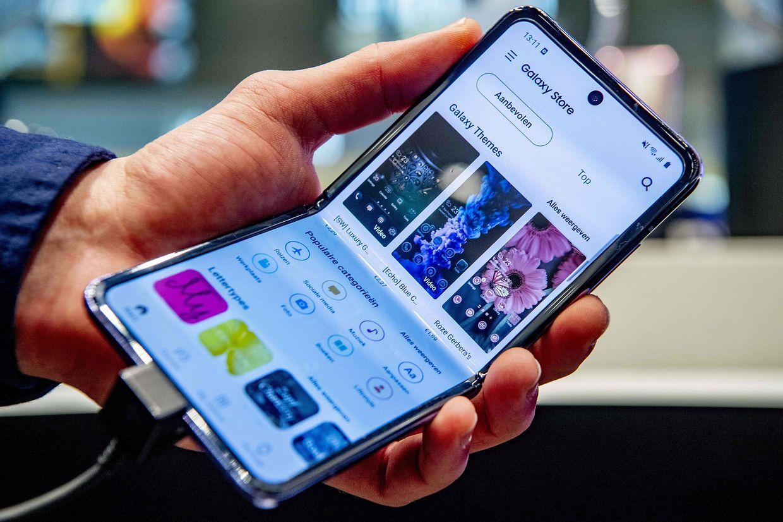 """Mit dem """"Galaxy Z Flip"""" hat Samsung vor allem junge Kunden im Visier."""