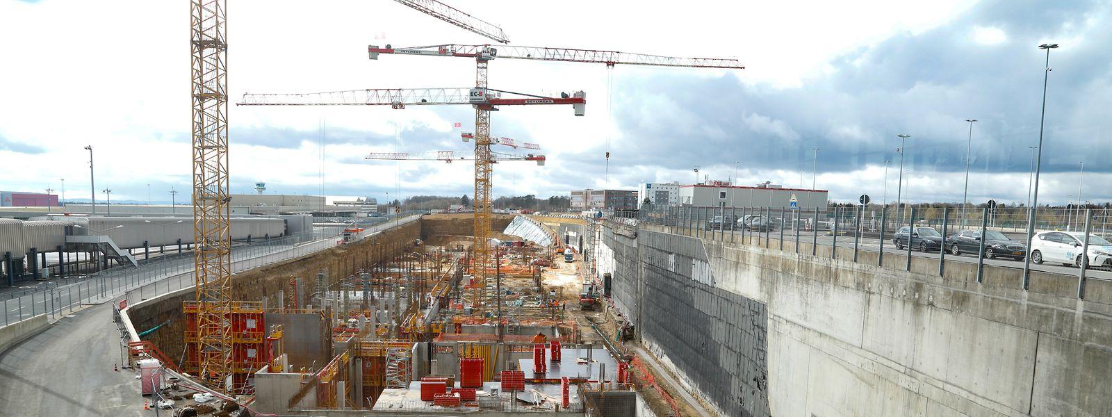 Bis Ende 2022 soll der Rohbau des Büro- und Geschäftskomplexes fertiggestellt sein und der Innenausbau beginnen.