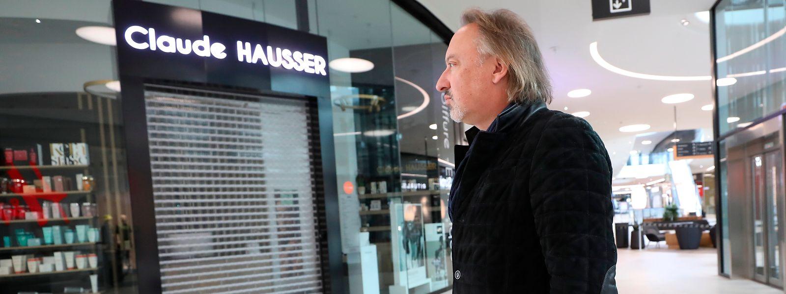 Vor seinem Friseurladen im Auchan Gasperich: Unternehmer Claude warnt vor katastrophalen Folgen für den Mittelstand