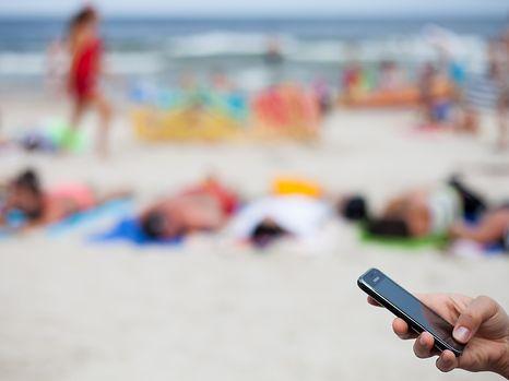 A partir du 30 avril, envoyer des sms depuis l'étranger vous coûtera moins cher.