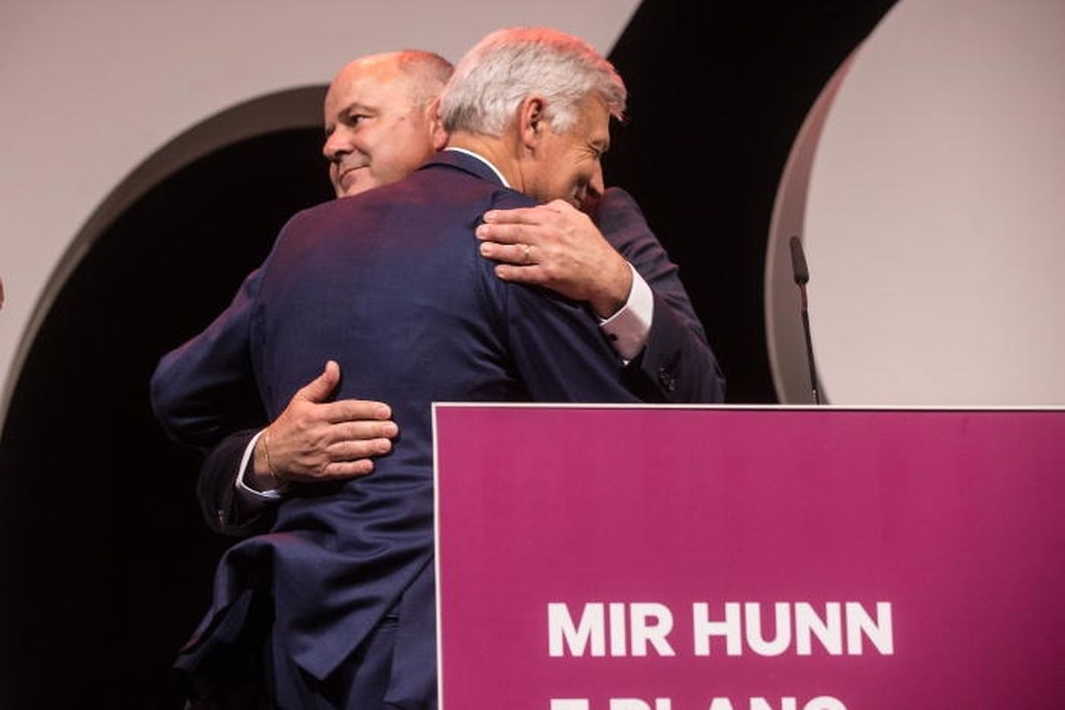 Der Plan ging nicht auf: Claude Wiseler und Marc Spautz trösten sich am Wahlabend gegenseitig.
