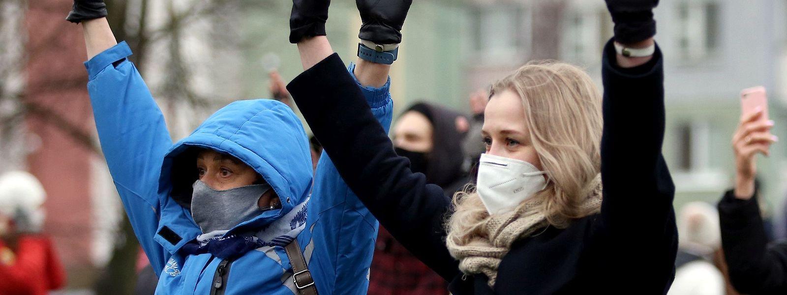 Die Demonstranten in Minsk lassen sich vom Machtapparat nicht beeindrucken. Zum 15. Mal in Serie fanden Sonntagsdemonstrationen statt.