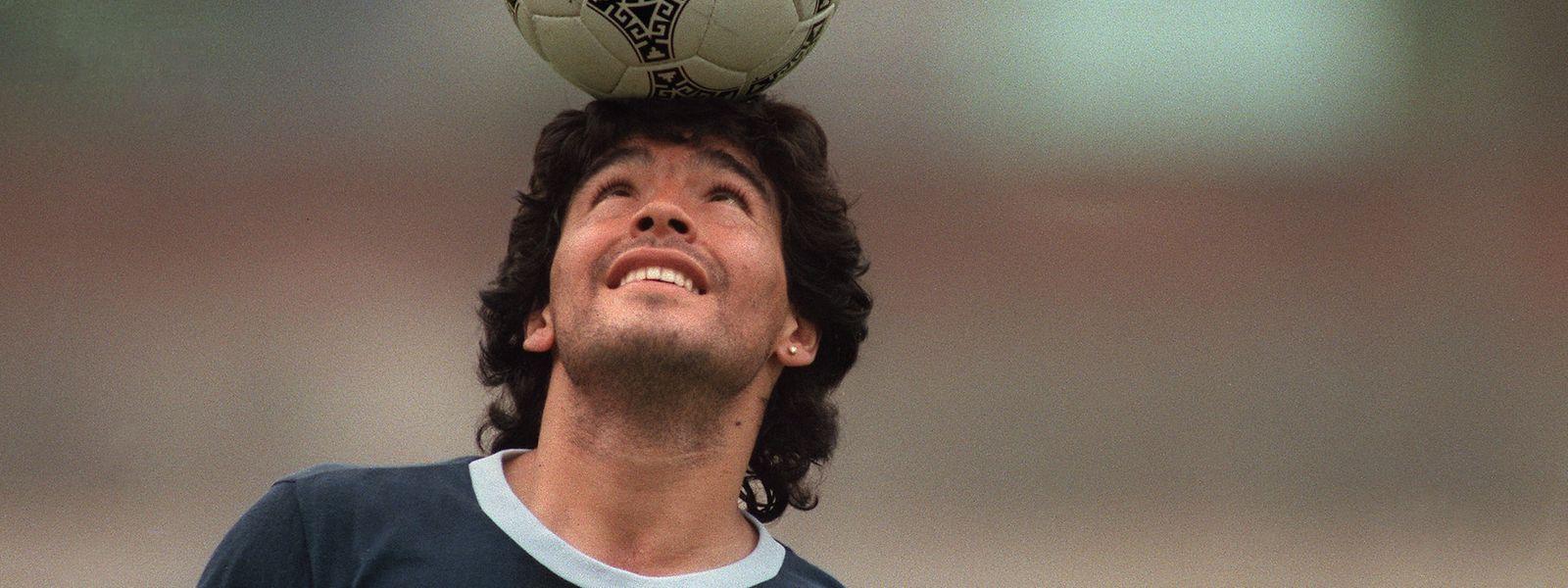 Diego Maradona ging als echter Ballkünstler in die Geschichte ein.