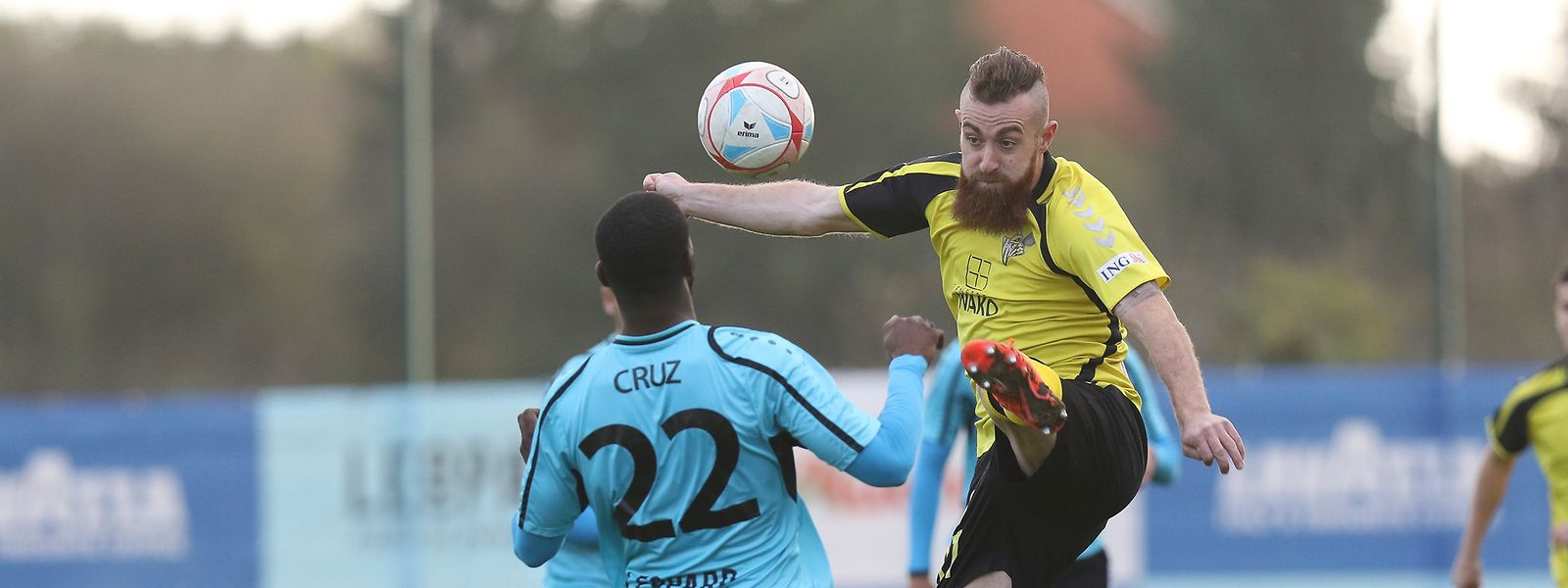 Aleksandre Karapetian und der FC Progrès wollen sich zu Hause gegen Stélvio Cruz und Co. durchsetzen.