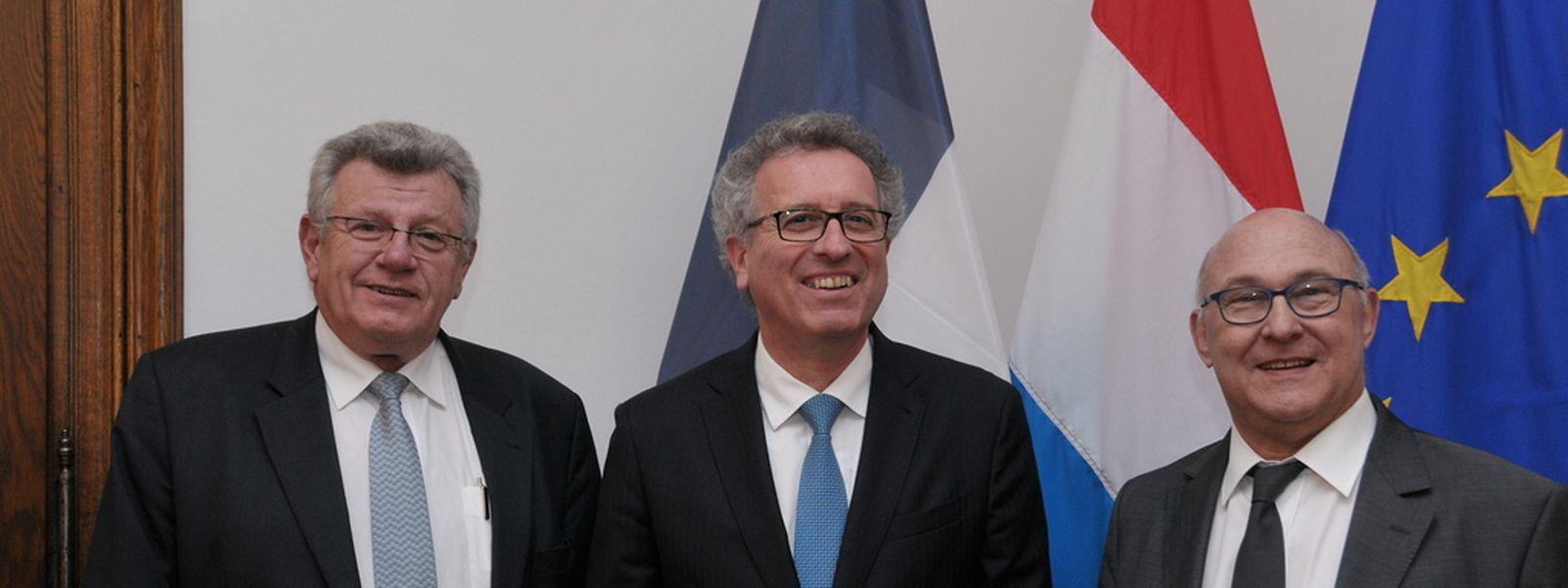 (de g. à dr.) Christian Eckert, secrétaire d'Etat français chargé du Budget; Pierre Gramegna, ministre des Finances luxembourgeois; Michel Sapin, ministre des Finances et des Comptes publics en France