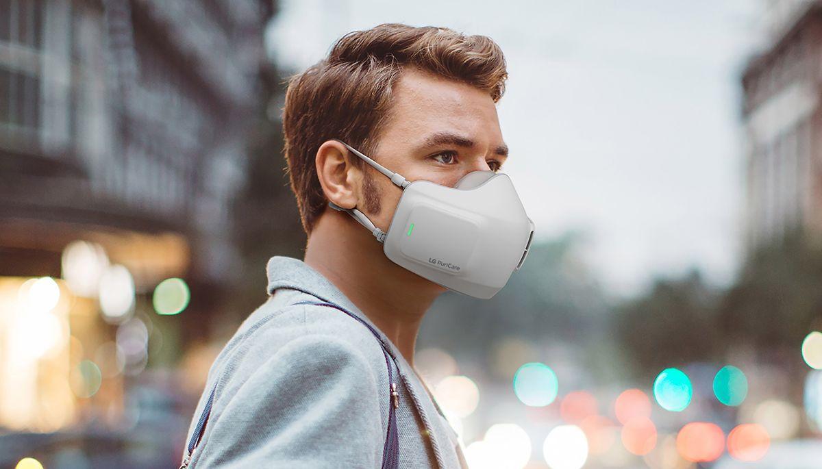 E-Schutzmaske mit Filtern und Ventilatoren: Der LG Puricare soll mit einer Akkuladung bis zu acht Stunden durchhalten.