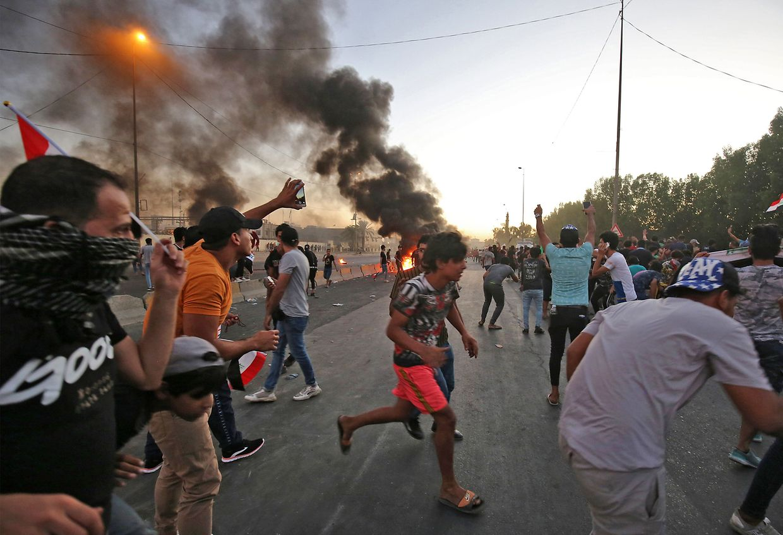 Gewalttätige Zusammenstöße mit der Polizei sind an der Tagesordnung. Die Polizei greift hart durch.