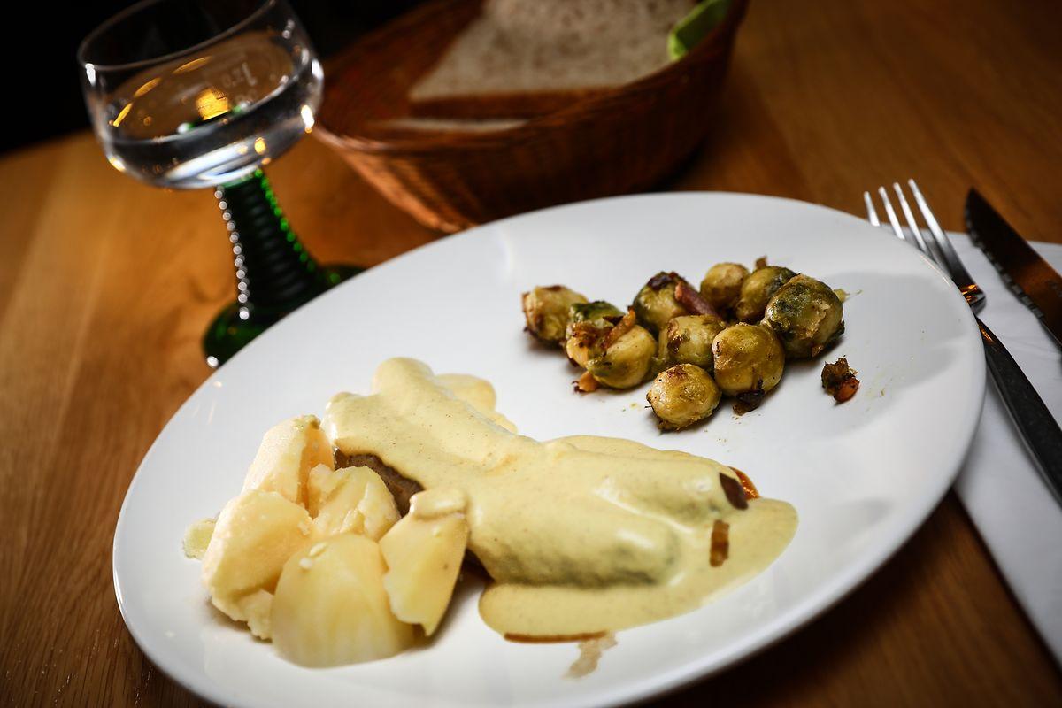 Salsichas, molho de mostarda, batatas cozidas, couves de Bruxelas. A simplicidade da comida luxemburguesa é cada vez mais difícil de encontrar.