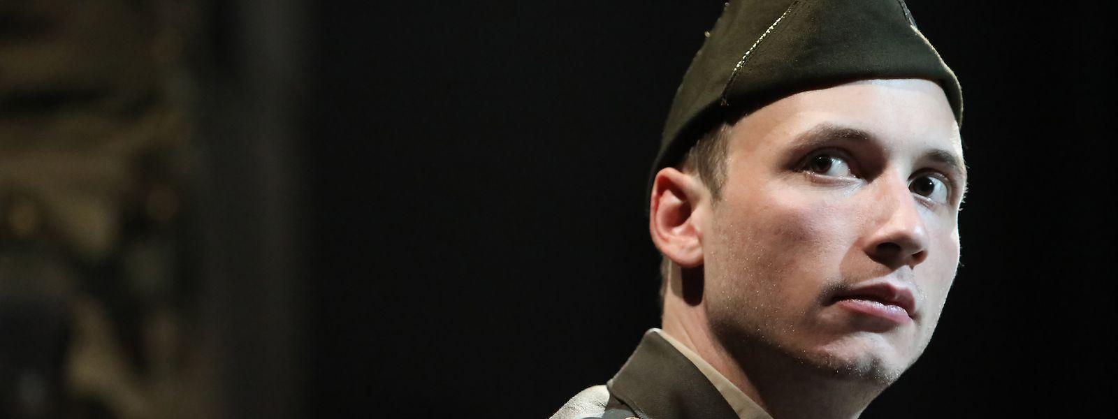 Maximilian Jadin in der Rolle des jungen US-Offiziers John E. Dolibois.