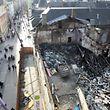 Dort, wo der Brand vor einem Jahr wütete, besteht immer noch eine riesige Baulücke.