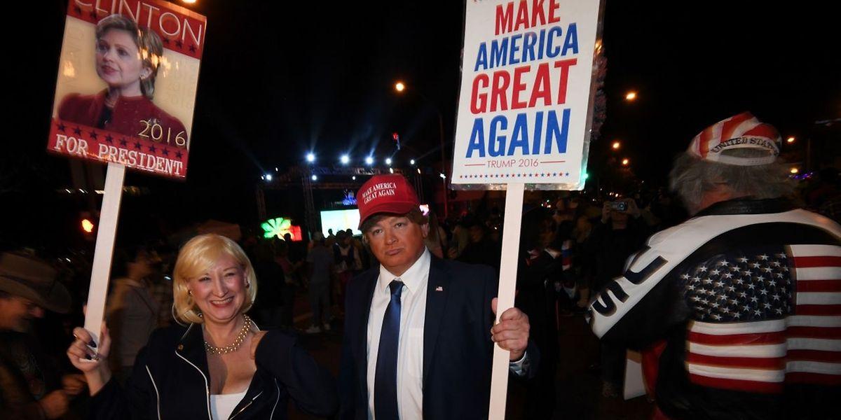 Das Rennen zwischen Clinton und Trump ist wieder offener - eine Szene aus einer Halloween-Parade in Hollywood.