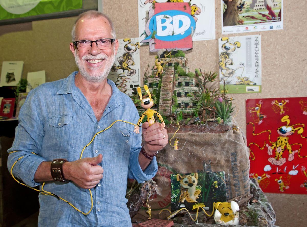 O desenhador com o personagem no Festival de Banda Desenhada de Contern.