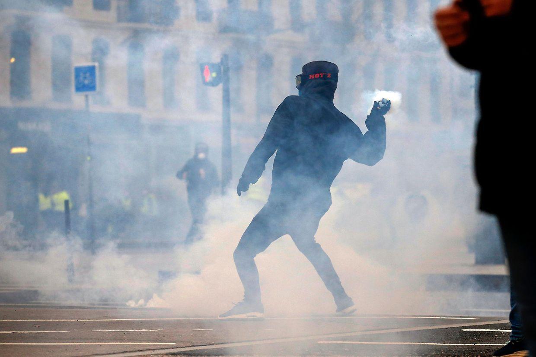 Am Wochenende kam es in Frankreich wieder zu teilweise gewaltsamen Protesten. Mehrere Personen wurden dabei verletzt.