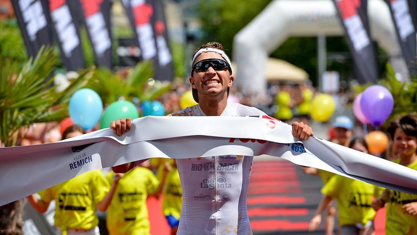 Der Belgier Kenneth Vandendriessche gewinnt den Ironman 70.3.