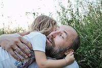 eltern vater kind tochter erziehung liebe familie natur