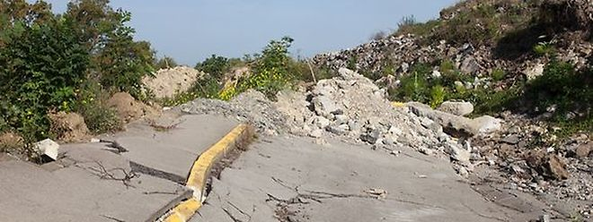 Der CR 106 zwischen Esch und Monnerich war durch den Erdrutsch komplett zerstört worden.