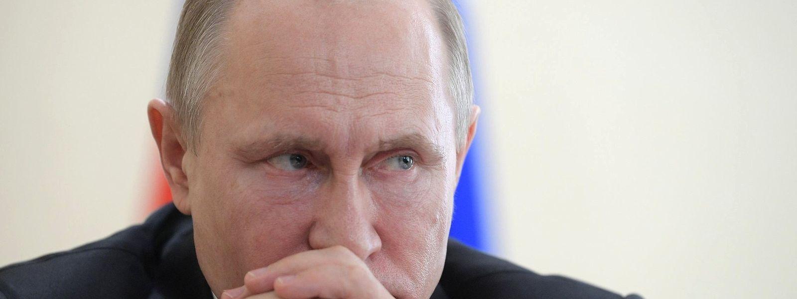 Wladimir Putin, Präsident von Russland, nimmt an einem Treffen mit Rettungskräften bezüglich der Unterstützungsmaßnahmen nach dem Brand in einem Einkaufszentrum in Sibirien teil. Foto: Alexei Druzhinin/Planet Pix via ZUMA Wire/dpa +++ dpa-Bildfunk +++