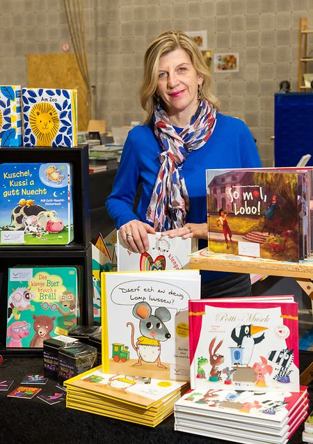 Die Kinderbuchautorin  Christiane Kremer meldet sich auf YouTube.