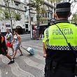 Un officier de police sur Las Ramblas à Barcelone le 19 août.