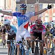 France's Arnaud Demare raises his arms in victory as he crosses the finish line of the second stage of  stage of the Four Days of Dunkirk (4 jours de Dunkerque) cycling race, on May 10, 2017 in Saint-Quentin, northern France. / AFP PHOTO / FRANCOIS LO PRESTI