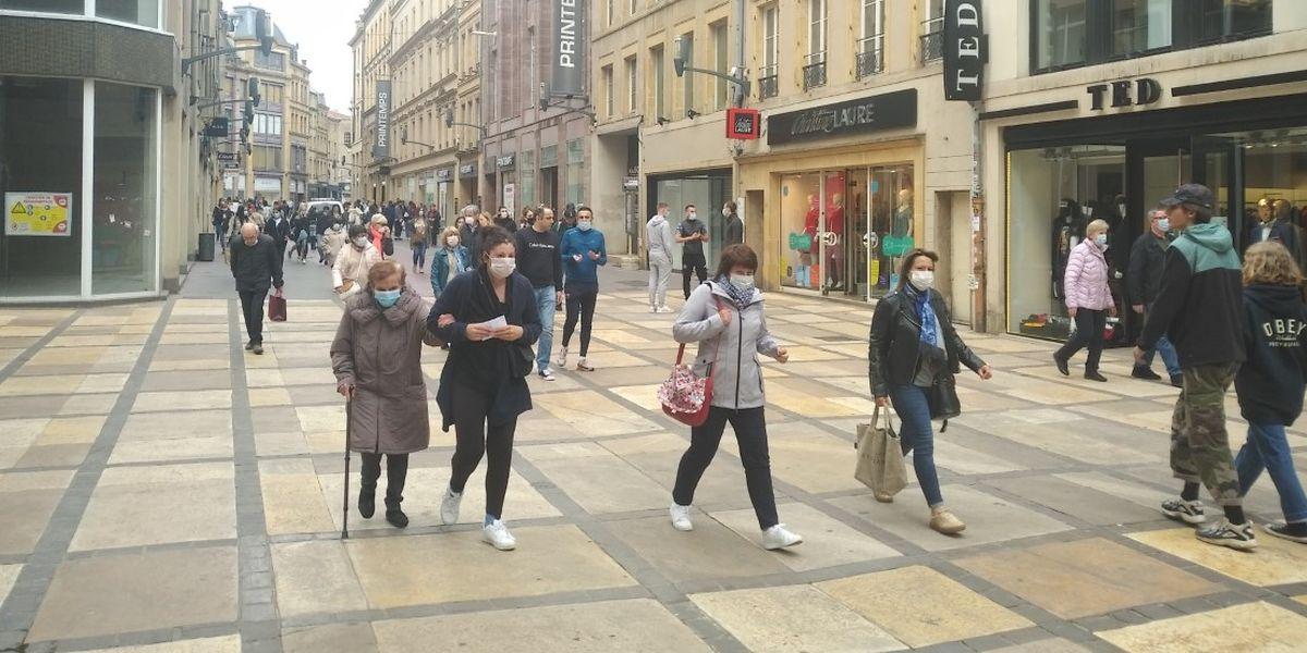 Selon  Isabelle Toufanie, présidente de la Fédération des commerçants de Metz, seule la moitié de la clientèle est de retour dans les boutiques et centres commerciaux du centre-ville.
