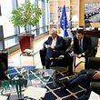 «La réaction en chaîne que les eurosceptiques célèbrent maintenant un peu partout n'aura absolument pas lieu», a assuré Martin Schulz, président du Parlement européen (à gauche).