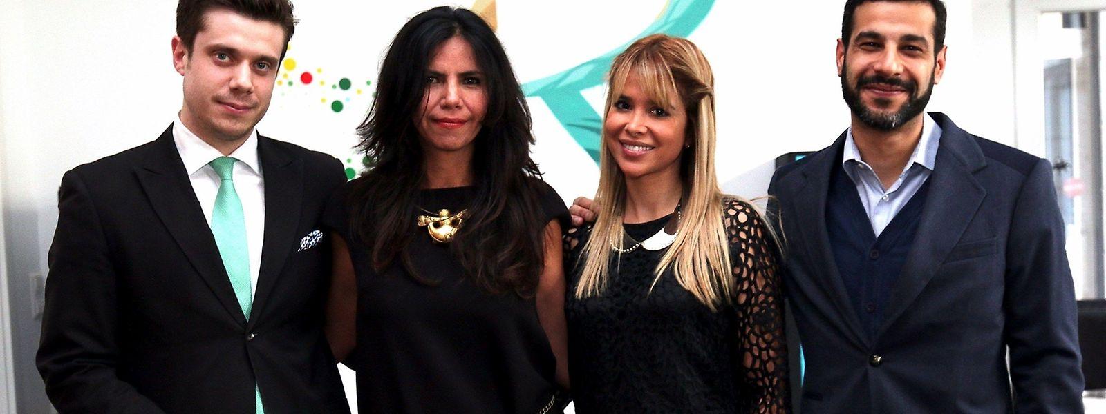 """(Da esquerda para a direita): Valentin Legendre, curador da exposição, Patricia Endara, Carine Quadros e Ramtin Hormozirad, proprietário da galeria """"The Art Connection"""""""