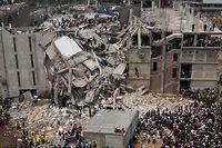 Das Fabrikgebäude in Dhaka war wie ein Kartenhaus in sich zusammengefallen.