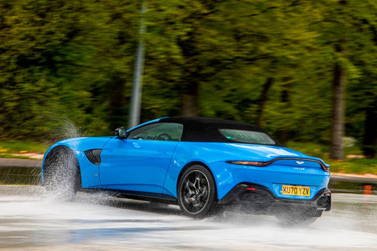 Das Design entspricht den Idealen eines Sportwagens: lange Haube, kurzes Heck, dazu kurze Überhänge.