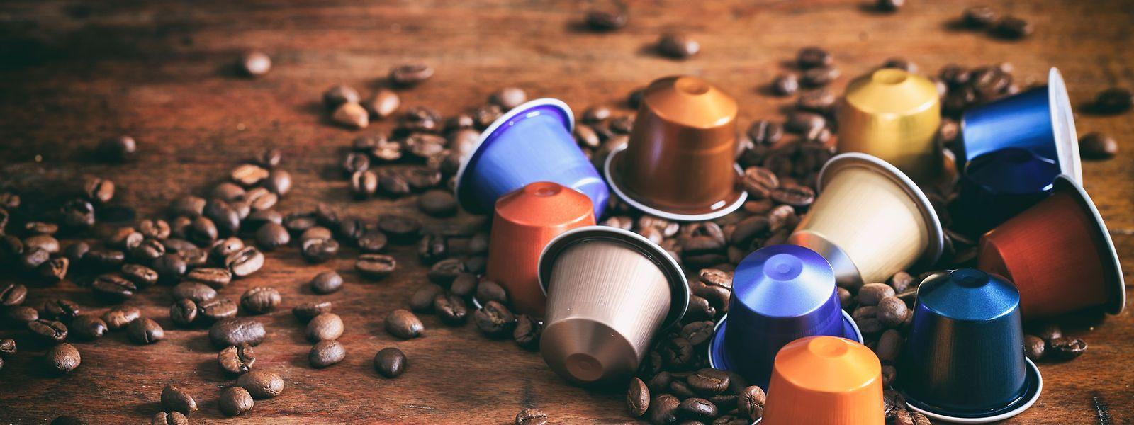 In Luxemburg können die leeren Kapseln, in eigens von Nespresso mitgelieferten Abfalltüten, sowohl im Geschäft oder in Abholstellen abgegeben werden. Außerdem können Kunden ihre Recycling-Tüte dem Paket-Auslieferer mitgegeben.