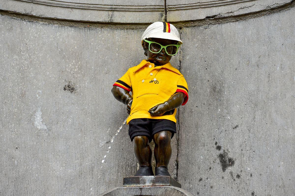 Ganz Brüssel trug Gelb - sogar der Manneken Pis.