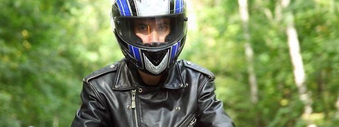 Motorradfahrer, die Staus durchschlängeln, müssen derzeit noch mit Geldstrafen rechnen.