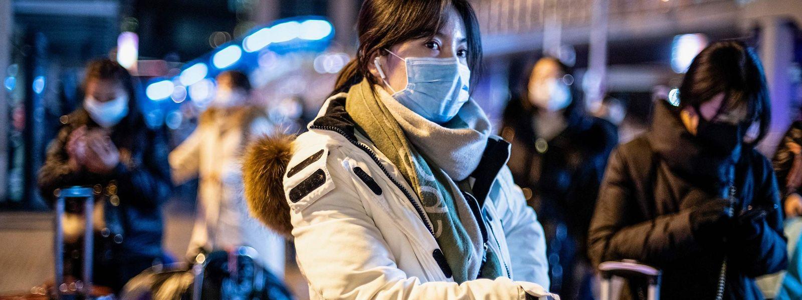 La Chine a fermé plusieurs liaisons de transports publics et fermé des péages d'autoroute pour parer à une pandémie.