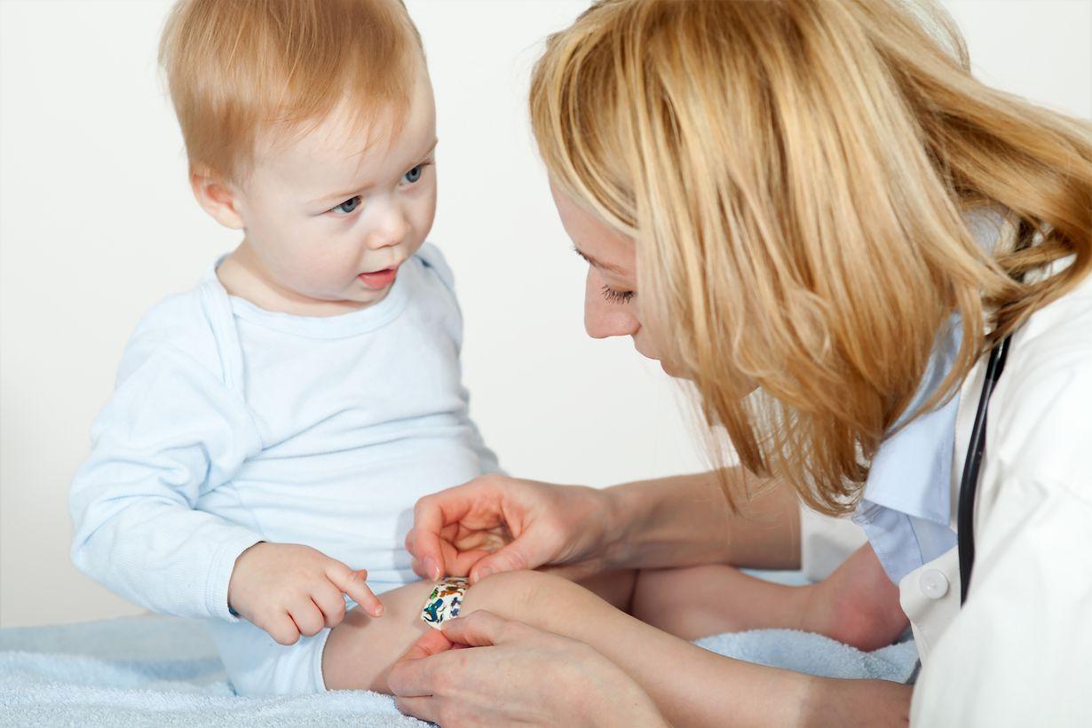 Ärztin mit baby
