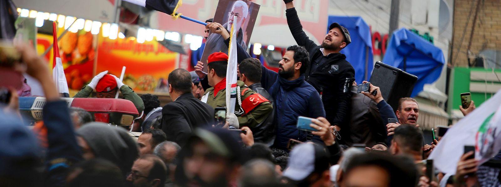 Am Samstag wurde General Soleimani in Bagdad beerdigt - Tausene Menschen waren suf den Straßen.