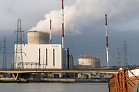 General view of the Tihange nuclear plant of Electrabel, the Belgian unit of French company Engie, former GDF Suez, in Tihange, Belgium, December 29, 2015. REUTERS/Francois Lenoir