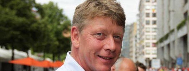 Ex-Nationaltrainer Hellers wurde von seinem Arbeitgeber zurückgepfiffen.