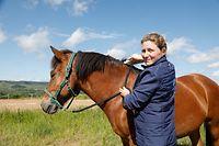 Lokales, Frau Matagne, wie Pfer der Reiterin unter der Grenzschliessung leidet, Pferd muss behandelt werden, Corona-Zeiten, Reiter, Reiterin, Pferd, Behandlung, Kirko 16 Jahre alter Hengst  Foto: Anouk Antony/Luxemburger Wort