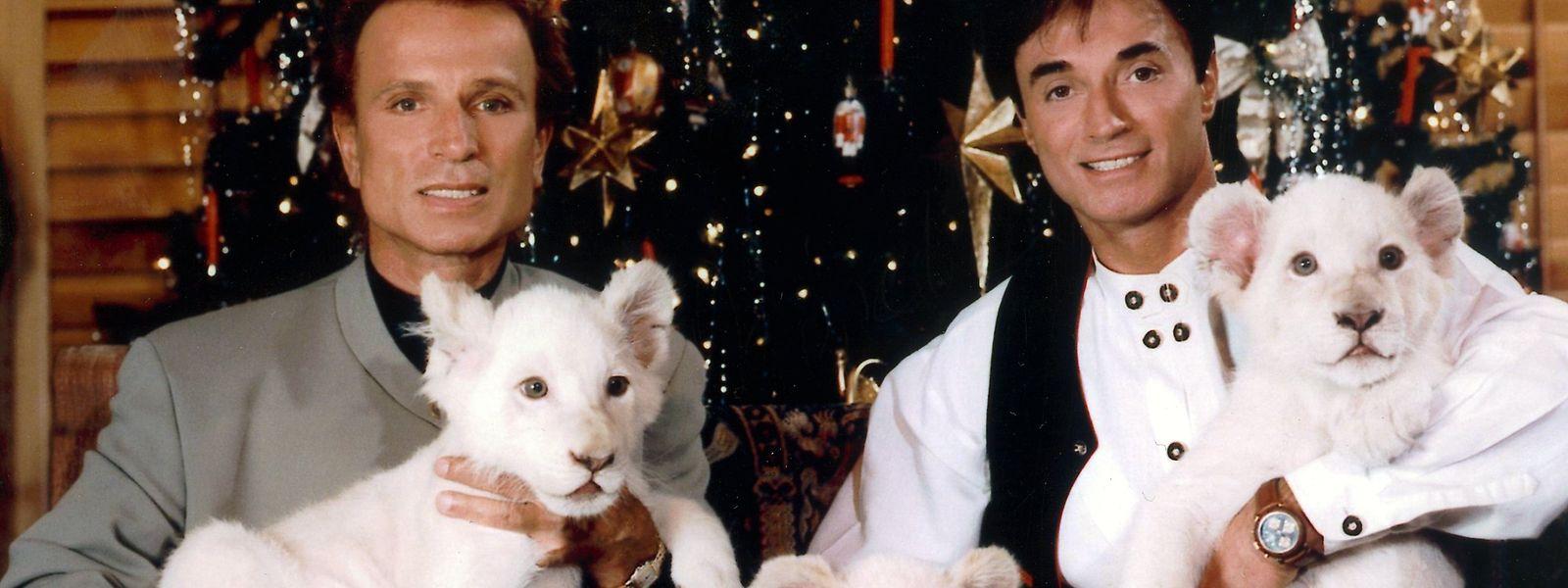 Die deutschen Magier Siegfried (l) und Roy im Dezember 1999 in Las Vegas.